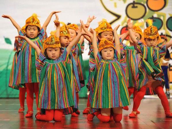 教你如何画儿童舞台表演妆